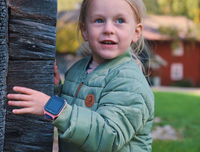 barn-leker-med-xplora-x4