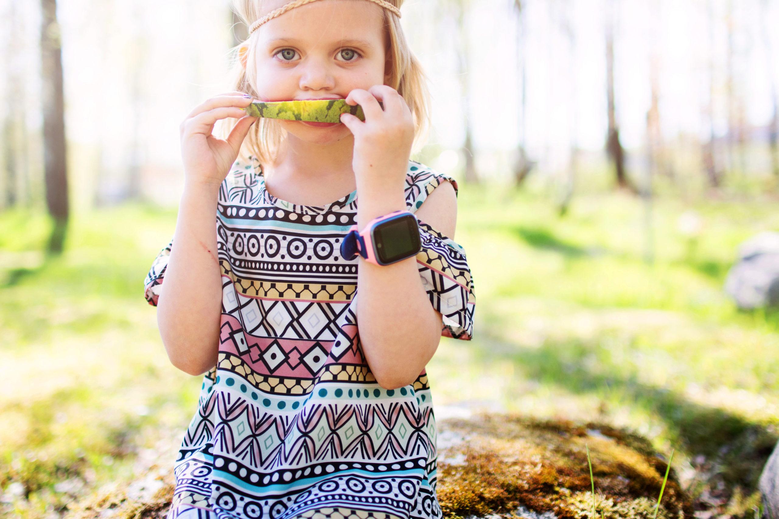 flicka-äter-melon-med-xplora