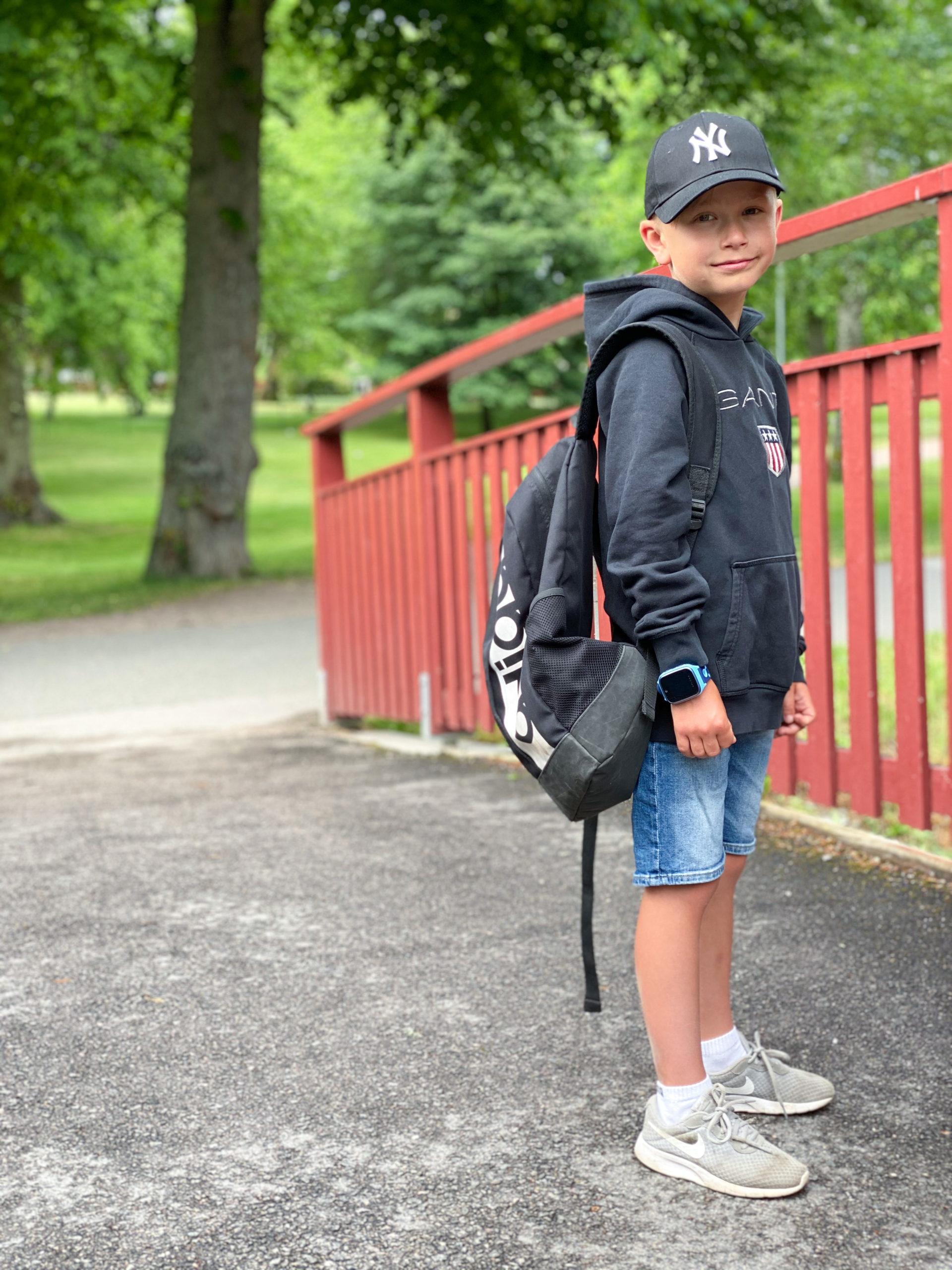 gutt-med-xplora-på-första-dagen-på-skolan